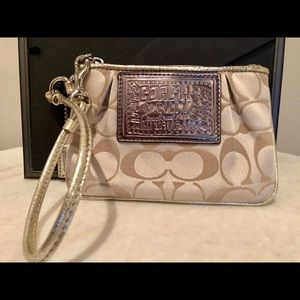 🆕Coach Poppy Beige and Silver Wristlet